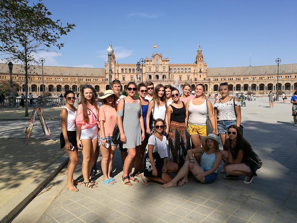 grupowe z hszpanskiego na plaza de españa